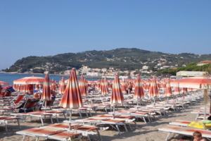 Bagni Delfino Strande i Ligurien
