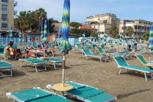 Bagni bassamarea*** Strande i Ligurien